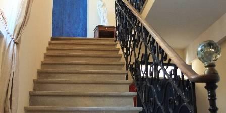 Mas Des Sages Escalier qui mène aux chambres