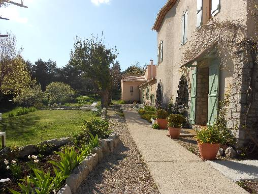 Bed & breakfasts Alpes Maritimes, from 50 €/Nuit. House of character, Caussols (06460 Alpes Maritimes), Charm, Guest Table, Garden, Park, Disabled access, Net, WiFi, Baby Kits, Parking, 14 Maximum People, Lounge, Library, Chimene...