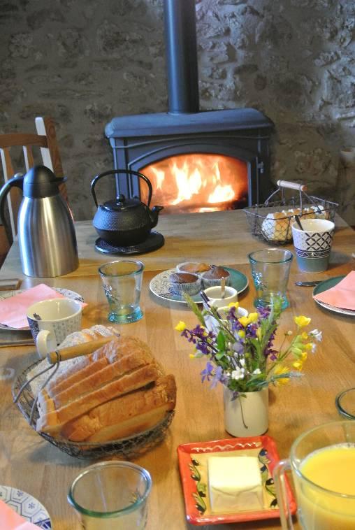 Chambre d'hote Dordogne - La table du petit déjeuner