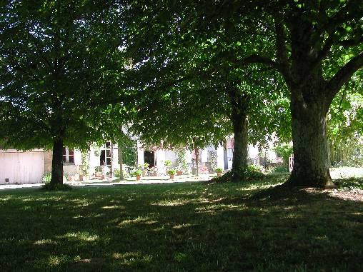 Chambres d'hotes Gironde, à partir de 45 €/Nuit. Maison de caractère, Arbis (33760 Gironde), Charme, Table d`hôtes, Jardin, Parc, WiFi, Equipements Bébé, Parking, 1 chambre(s) simple(s), 2 chambre(s) double(s), 5 personne...