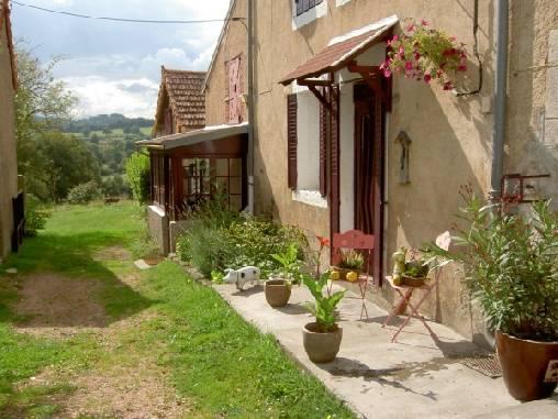 Gastezimmer Puy-de-Dôme, ab 17,95 €/Nuit. Bauernhof, Buxieres sous Montaigut (63700 Puy-de-Dôme), Table, 2 schlafzimmer einzelne(n) , 2 schlafzimmer double(s), Blick Kampagne , Nichtraucher, Tiere nicht erlaubt. A proxim...