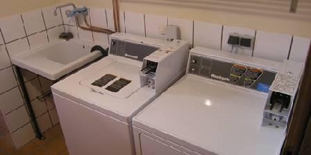 Le Refugi Lave et sèche linge 8 kg self service