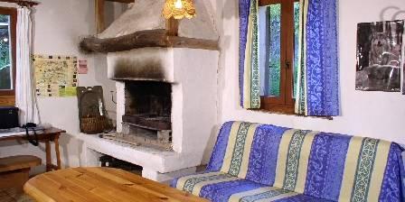 Gîtes du Chastel Séjour cheminée
