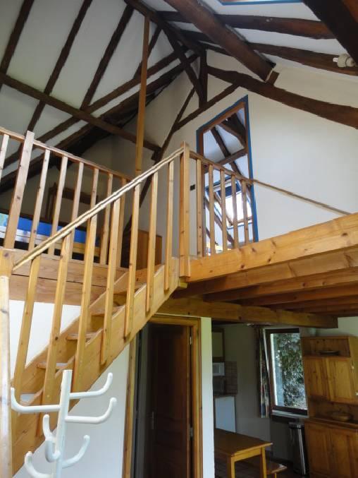 Escalier vers Mezzanine et Chambre
