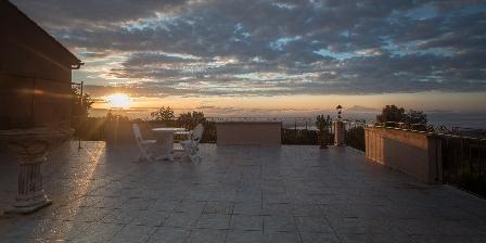 Mas Saint Antoine Lever de soleil sur mer de nuage