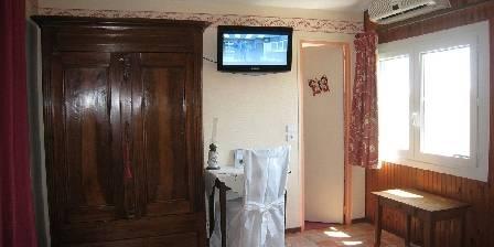 Le Mas des Cigalines Télé dans la chambre