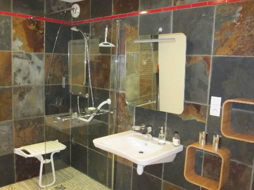 Chambre d'hote Manche - Salle de bains de la suite parentale du rez-de-chaussée.