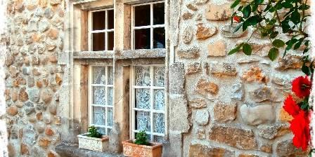 Manoir du Raveyron Manoir du Raveyron - fenêtre à meneaux