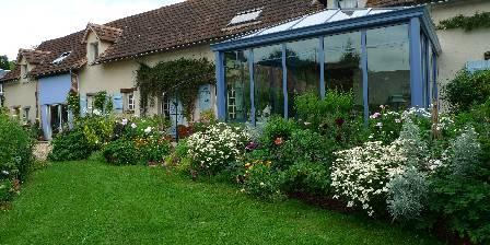 Les chambres de la Roguenette La maison vue du jardin