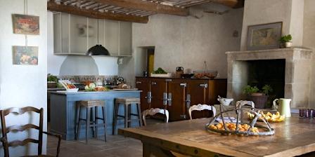 La Garance en Provence Dinning room/kitchen