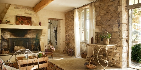 La Garance en Provence Entrance sitting room