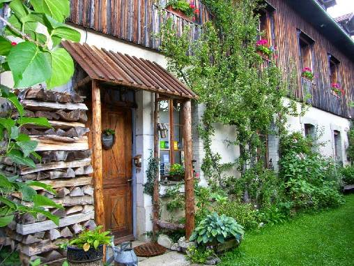 Bed & breakfasts Doubs, from    120 €/Nuit. House of character, Hauterive la Fresse (25650 Doubs), Charm, Guest Table, Sauna, Garden, Park, Net, 5 Double Bedroom(s), 12 Maximum People, Lounge, Library, Chimeney, Ping Po...