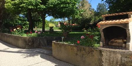 Domaine Des Roujoux Jardin et BBQ