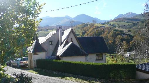 Bed & breakfasts Hautes-Pyrénées, from 55 €/Nuit. Chalet, Campan (65710 Hautes-Pyrénées), Charm, Guest Table, Garden, Net, WiFi, Baby Kits, 3 Double Bedroom(s), 1 Suite(s), 10 Maximum People, Library, Chimeney, Kids Games, Travel...