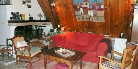 Chambres d'hôtes La Laurence Le salon et sa cheminée