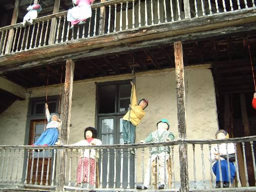 Les Mounaques (poupées de chiffons) de Campan