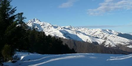 Chambres d'hôtes La Laurence Le Pic du Midi de Bigorre depuis la crête au-dessus du chalet