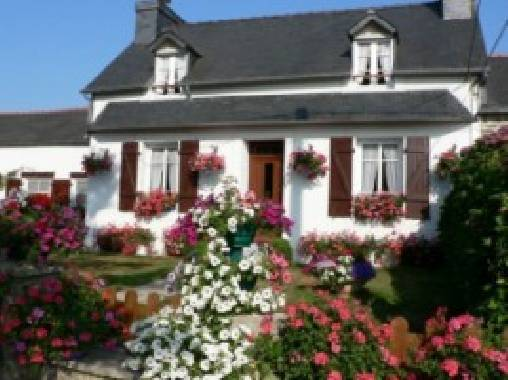 Bed & breakfasts Finistère, from 250 €/Semaine. House/Villa, Pleyben (29190 Finistère), Garden, Baby Kits, Parking, 3 Double Bedroom(s), 6 Maximum People, Lounge, Library, 3 étoiles  Prèfecture, Travel Cheques, Country View...