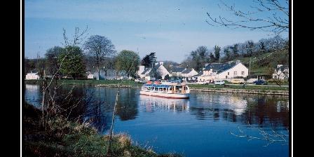 Les Hortensias LE canal de Nantes  à Brest à Pleyben