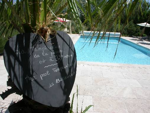 Bed & breakfasts Vaucluse, from 85 €/Nuit. House of character, Le Thor (84250 Vaucluse), Charm, Swimming Pool, Park, Disabled access, Net, WiFi, Baby Kits, Parking, 4 Double Bedroom(s), 12 Maximum People, Lounge, 3 Clés Va...