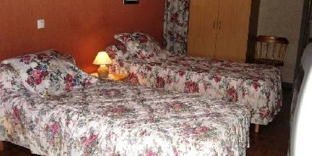 Le Cyprès Chambre avec 3 lits en 90