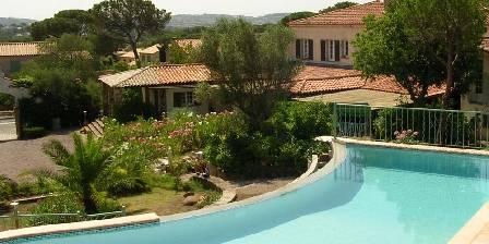 Le Cyprès Piscine a débordement chauffée de Mai a Septembre