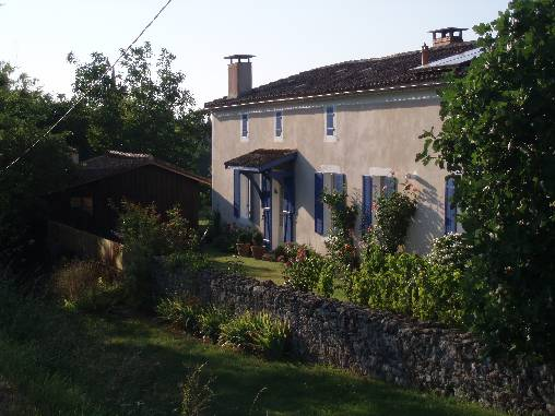 Bed & breakfasts Gironde, from 80 €/Nuit. House of character, Bazas (33430 Gironde), Charm, Guest Table, Jacuzzi, Garden, WiFi, Baby Kits, 2 Double Bedroom(s), 5 Maximum People, Lounge, Library, Chimeney, Computer, Kids G...