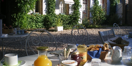 Le Couvent de l'Orée Petit déjeuner au soleil
