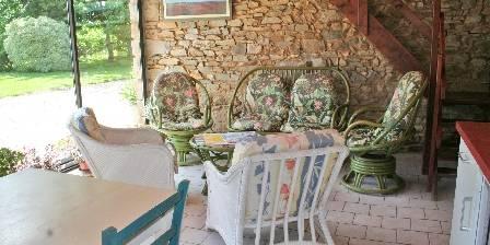 Le Diuzet Gracieusement à votre disposition espace salon et cuisine.