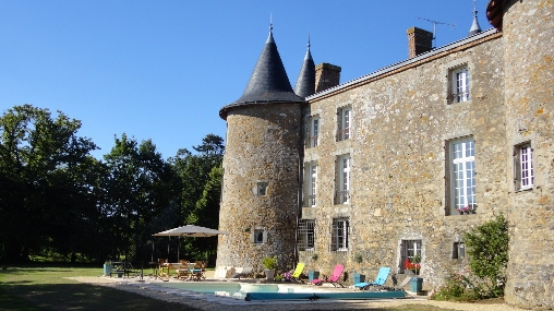 Bed & breakfasts Maine-et-Loire, from 80 €/Nuit. Castle, Maulévrier (49360 Maine-et-Loire), Charm, Swimming Pool, Garden, Park, Net, WiFi, T.V., Baby Kits, Parking, 2 Single Bed(s), 1 Suite(s), 9 Maximum People, Lounge, Library,...