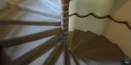 Chambre d'hotes Chateau de la Frogerie > L'escalierr à vis qui mène aux chambres