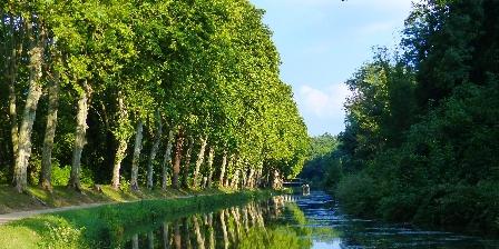Domaine Les Messauts Juste à côteé de la maison le canal