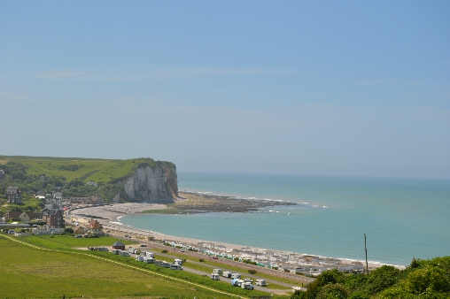 vue de la plage à partir du chemin d'accès à la mer