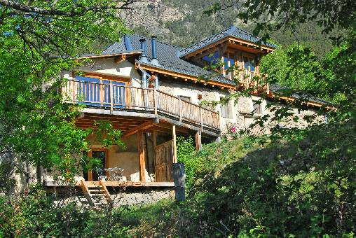 Bed & breakfasts Hautes Alpes, from 90 €/Nuit. Farm, Châteauroux les Alpes (05380 Hautes Alpes), Charm, Guest Table, Garden, Net, WiFi, Baby Kits, 4 Double Bedroom(s), 10 Maximum People, Lounge, Library, Chimeney, Blue Card, P...
