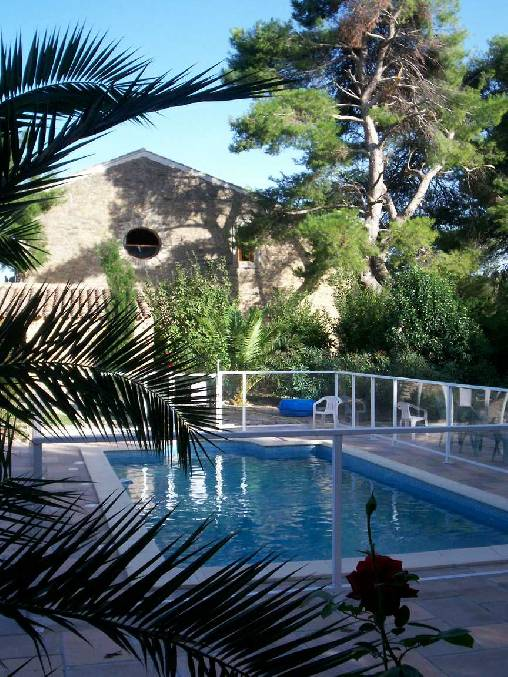 Bed & breakfasts Hérault, from 66 €/Nuit. House of character, La Livinière (34210 Hérault), Charm, Guest Table, Swimming Pool, Garden, WiFi, Baby Kits, Air-Conditioning, 5 Double Bedroom(s), 15 Maximum People, Lounge, Lib...