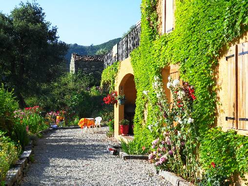 Bed & breakfasts Corse 2A-2B, from 80 €/Nuit. House of character, Castirla (20236 Corse 2A-2B), Charm, Guest Table, Garden, Park, Net, WiFi, Baby Kits, Parking, 3 Single Bed(s), 4 Double Bedroom(s), 1 Suite(s), Library, 3 Coq...