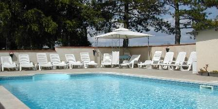 Le Grand Bois La piscine-ouvert mai jusqu'a fin sept.