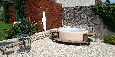 Les Loges de Saint Eloi Hot Tub exterieur