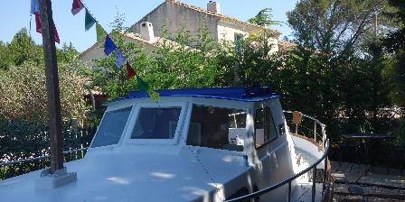 Le bateau d'Acanthe Le bateau sur l'herbe