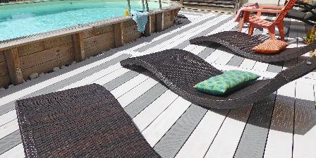 La Métairie de Fond-Guibert Autour de la piscine