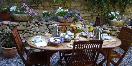 La Maison des 5 Temps Petit déjeuner  sur la terrasse