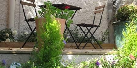 La Maison des Fontaines Terrasse et jardin