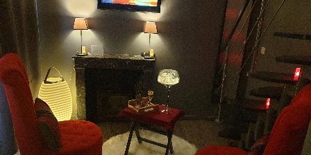 Lyzen Salon avec cheminée de la suite Zen