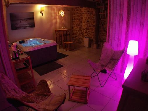 Chambre d'hote Corrèze - Jacuzzi privatif de nuit Les Instants en Amoureux