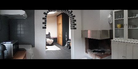 Gite Gîte Lotus du Clos des Pradals > vue sur le salon depuis la cuisine