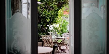 La Halte Bourgeoise Salle à manger - Jardin