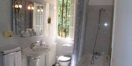 La Villa les Pins Salle de bain chambre