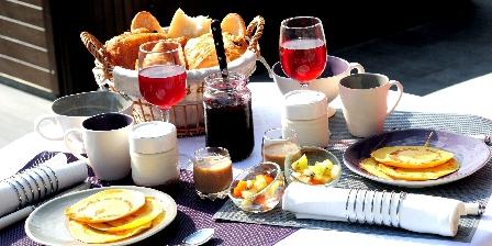 Le Val des Sens Petit déjeuner en terrasse