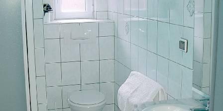 Chez Brigitte Maison : salle de douche