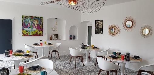 salle de repas et petit dejeuner